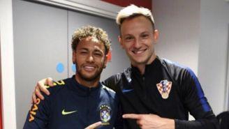 Neymar posa junto a Rakitic