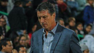 Siboldi sale triste después de haber perdido encuentro en la Liga MX