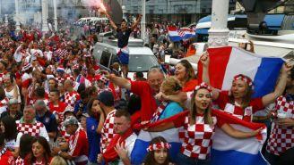 Fan croatas apoyan a su selección en Zagreb