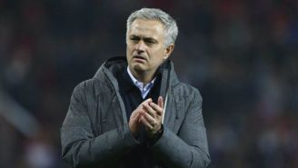 Mourinho aplaude durante un juego