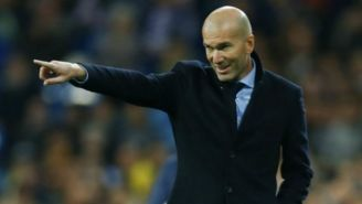 Zidane da indicaciones durante partido
