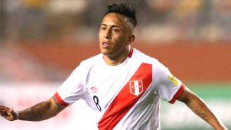 Christian Cueva, durante un partido con la Selección de Perú