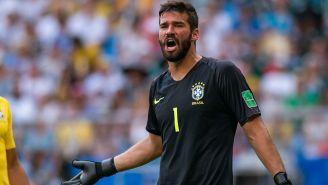 Alisson Becker durante un partido de Brasil
