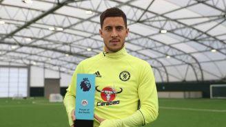 Hazard recibe trofeo tras convertirse en jugador del mes de la Premier League