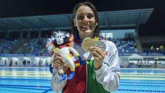 Fernanda González presume una de sus medallas