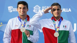 Andrés Villarreal e Iván García durante premiación