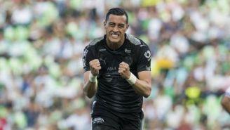 Rogelio Funes Mori fetseja un gol con Rayados en el C2018