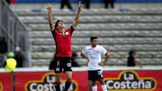 Mauro Lainez festeja gol contra Veracruz en la J2 del A2018
