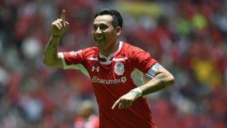 Sambueza festeja un gol con Toluca en la J1 del A2018