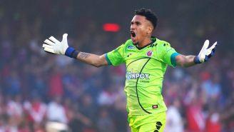 Pedro Gallese, molesto por una falta contra Veracruz