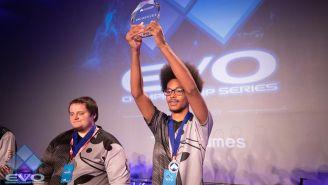 Rewind levanta su trofeo de campeón de Injustice 2