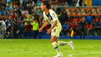 Diego Lainez festeja su primer gol en Primera División