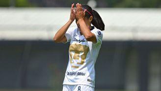Dania Padilla se lamenta tras una falla de Pumas