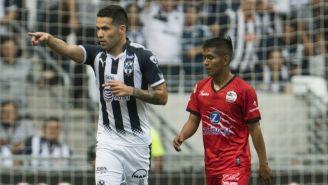 Celso Ortiz festeja un gol frente a Lobos BUAP