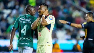 Roger Martínez se lamenta durante el partido contra León