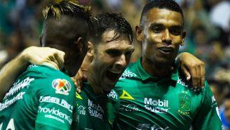 Los jugadores del León festejan tras un gol de Boselli