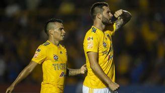Gignac festeja su segundo gol con Tigres