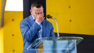 Christian Giménez llora durante el anuncio de su adiós a las canchas
