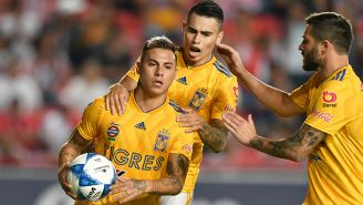 Tigres festeja gol de Edu Vargas contra Necaxa