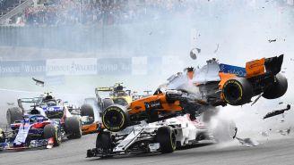 Momento del accidente de Fernando Alonso en el GP