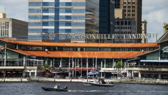 Inmediaciones del centro comercial 'Jacksonville Landing' de Florida