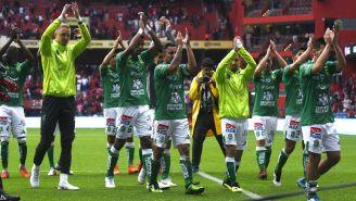 Jugadores de León agradecen a sus seguidores en el Nemesio Diez