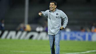 Patiño durante partido de Liga MX