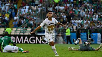Felipe Mora festeja gol contra León en la J8 de Liga MX