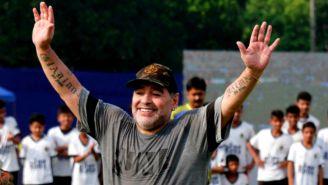 Maradona, durante un entrenamiento con equipo infantil