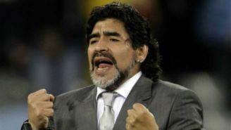 Diego Maradona sigue con intensidad el desempeño de su equipo