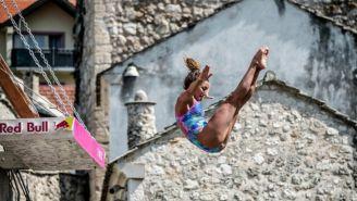 Adriana Jiménez salta sobre las frías aguas del Neretva