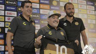 Diego Maradona siendo presentado con Dorados