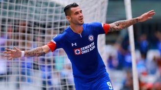 Milton Caraglio festeja gol con Cruz Azul en la J5 del A2018