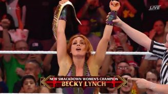 Becky vence a Charlotte en Hell in a Cell