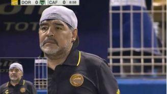 Maradona durante la transmisión del su partido debut con Dorados