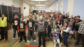 Sin Cara convive con aficionados en el Expo Museo de Lucha Libre