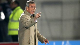 Tabárez da instrucciones a Uruguay en la Copa América de 2015