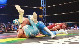 Momento en que Ciclón Ramírez Jr. gana una de las luchas