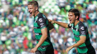 Julio Cesar Furch festeja gol con Santos en la J9 del A2018