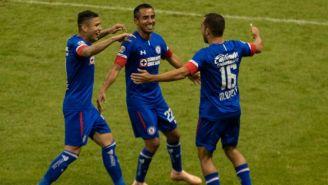 Jugadores del Cruz Azul festejan uno de los goles