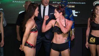 Tracy Cortez (izq) y Karen Cedillo (der) en el pesaje previo a su pelea