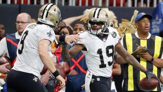 Jugadores de los Saints celebran un Touchdown