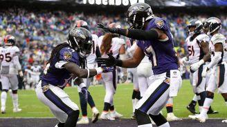 Jugadores de Ravens celebran un touchdown