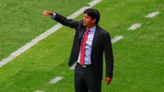 José Saturnino Cardozo lanza una indicación en el Chivas vs Gallos