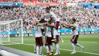 Jugadores del Tri celebran un gol en la Copa del Mundo