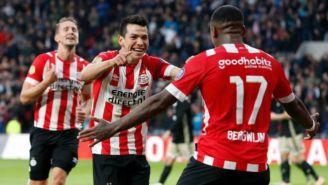 Lozano festeja su primera anotación contra el Ajax