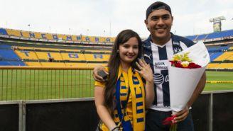 Uriel y Monaly después de la propuesta de matrimonio