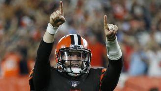 Baker Mayfield festeja en un partido de Cleveland Browns