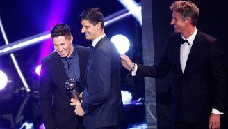 Courtois recibe el premio The Best al mejor guardameta