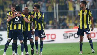 Fenerbahce celebra su anotación ante el Besiktas